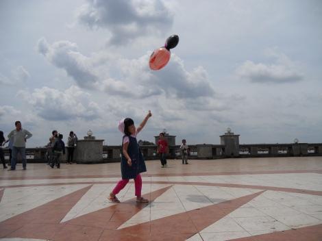 Bermain Balon